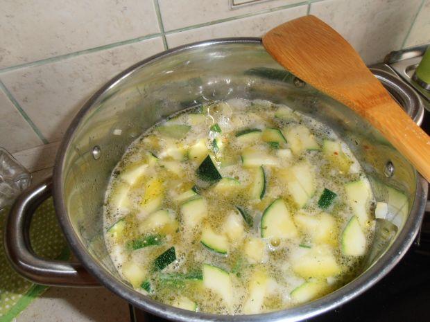 Zupa:romans cukinii z kurkami