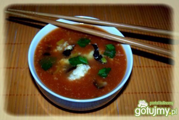 Zupka chińska z kluseczkami rybnymi.