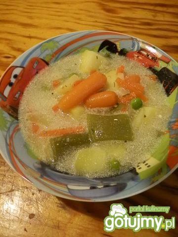 Zupka z mini marchewką i groszkiem
