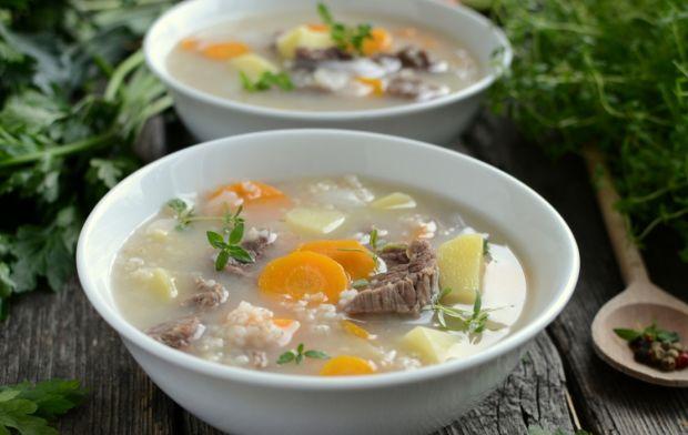 10 przepisów na rozgrzewające jesienne zupy