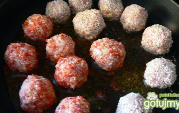 Biało- czerwone kuleczki na jeden kęs