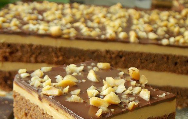 Brownie z kajmakowym sernikiem i masłem orzechowym