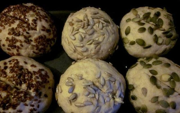 Bułki żytnie z ziarnami