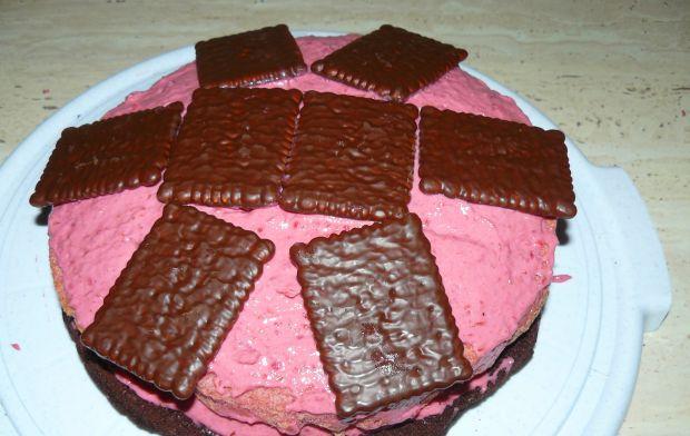 Calineczka-malinowy torcik na czekoladowym spodzie