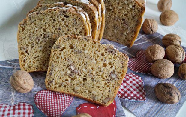 Chleb na zakwasie z dynią i orzechami