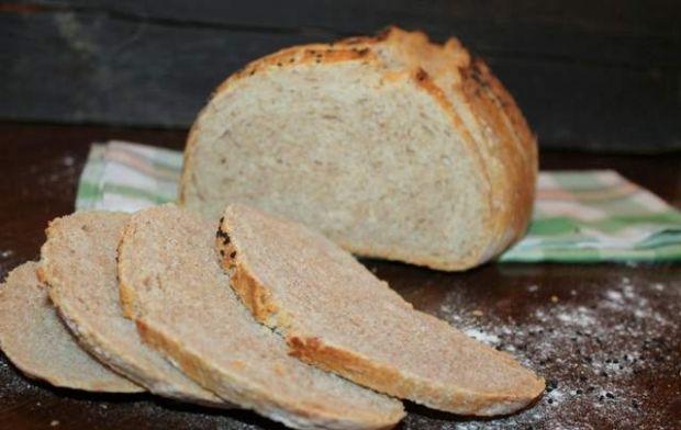 Chleb orkiszowy pieczony w garnku