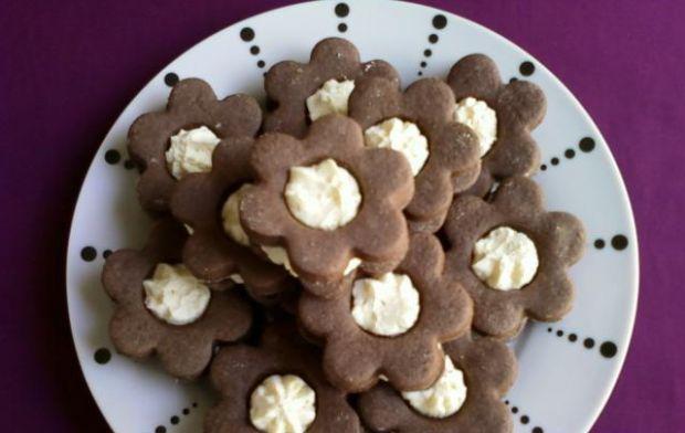 Ciasteczka z masą kokosową - Pyszne kruche ciasteczka z delikatną masą kokosową