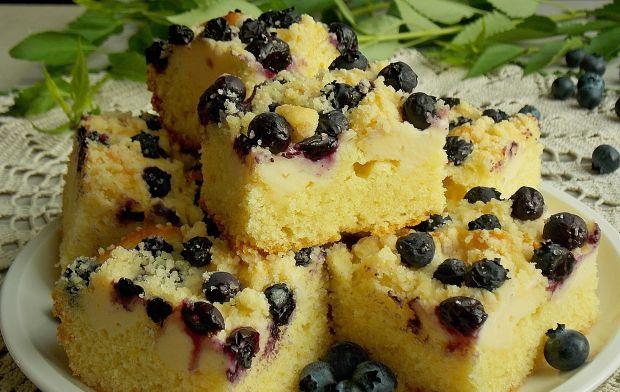 Ciasto drożdżowe bez wyrabiania z borówką i serem