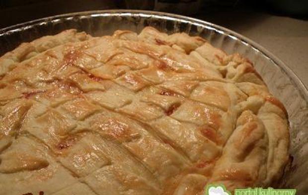 Ciasto francuskie z mięsem i warzywami.
