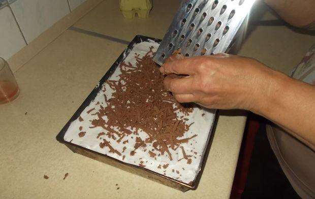 Ciasto kakaowe z brzoskwiniami