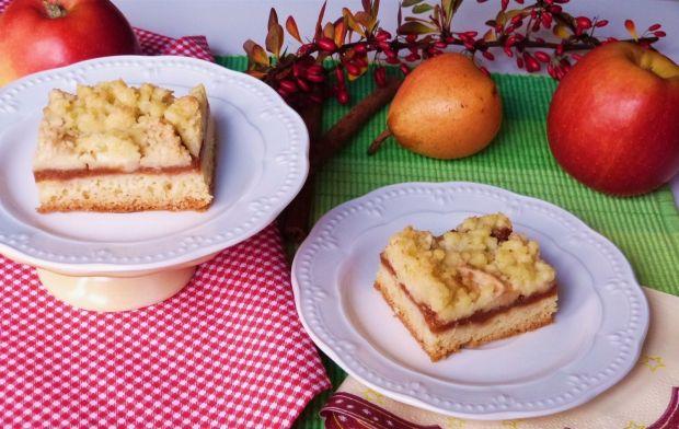 Ciasto krucho-drożdżowe z owocami i kruszonką
