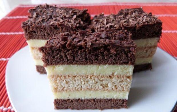 Ciasto przekładane gotowanym serem - Ciasto z serem pokroić po całkowitym zastygnięciu