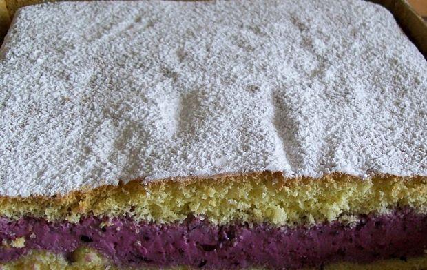 Ciasto z kremem jagodowo-jogurtowym
