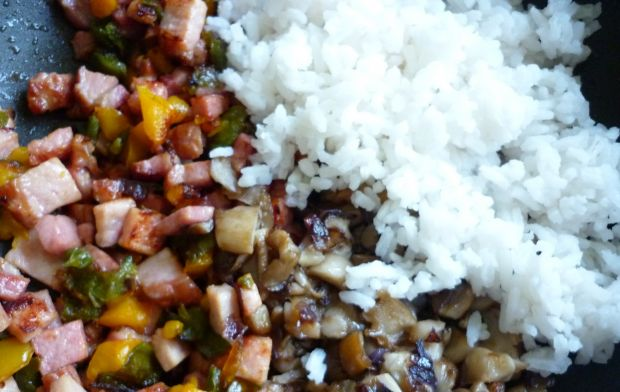 Cukinia nadziewana ryżem, boczniakami i papryką