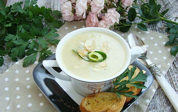 Cukiniowa zupa krem z migdałami