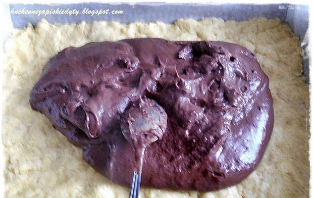 Cytrynowy sernik z budyniem czekoladowym i skórką