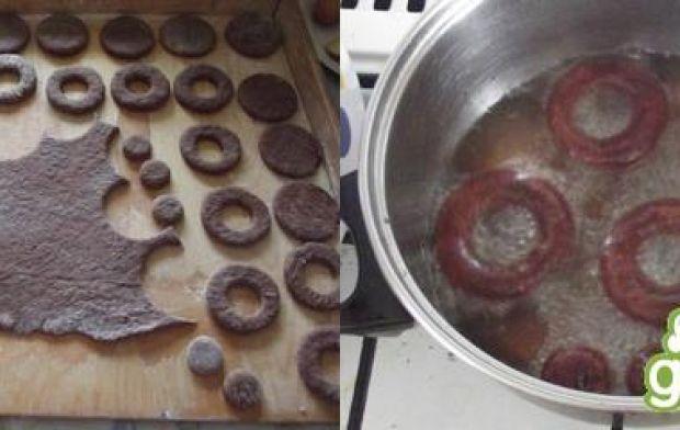 Czarne pączki z dziurką a'la doughnuts