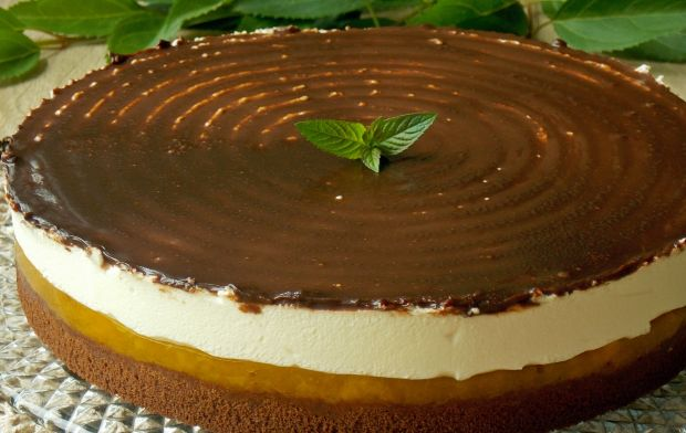 Czekoladowo-brzoskwiniowe ciasto z pianką