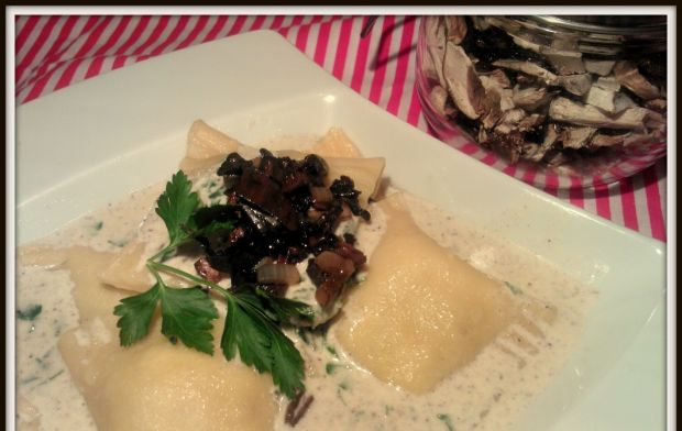 Domowe ravioli z suszonymi grzybami