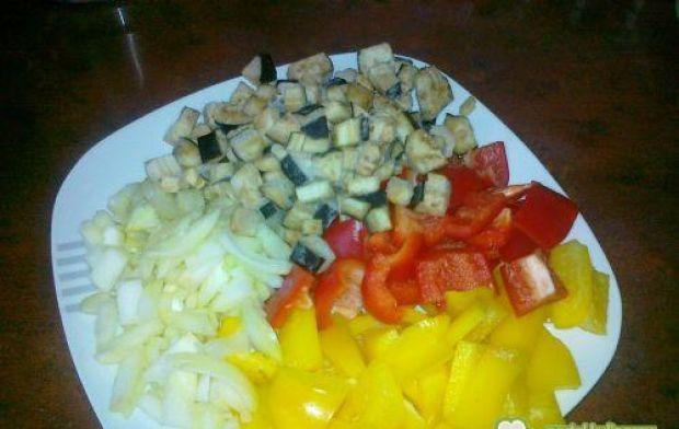Drobiowa potrawka z bakłażanem i papryką