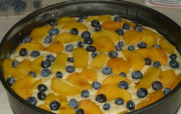 Drożdżowe z brzoskwiniami i borówką amerykańską