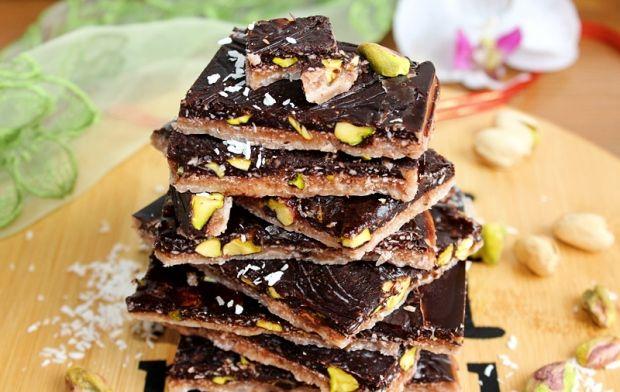 Dwukolorowa wege czekolada kokosowa z pistacjami