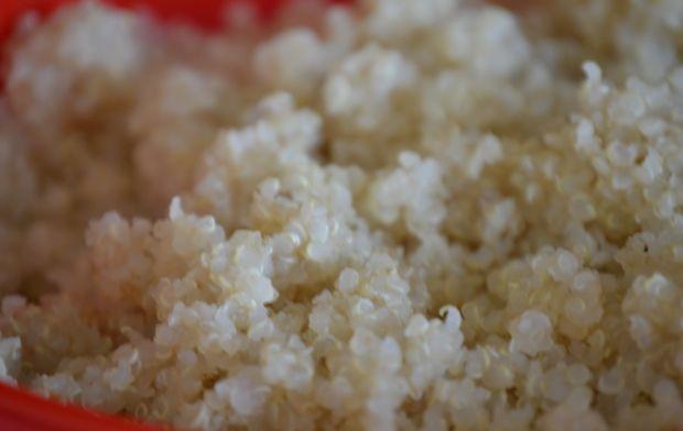 Dyniowa komosa ryżowa w papryce