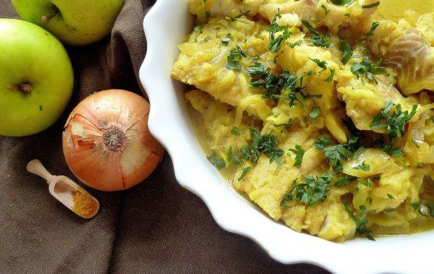Filety rybne duszone z jabłkiem w sosie curry