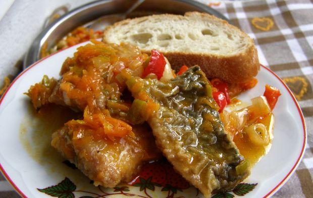 Filety śledziowe z warzywami w pomidorach