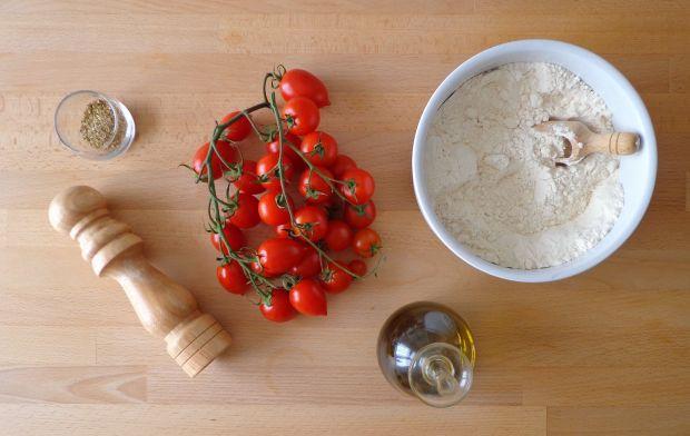 Focaccia z pomidorkami