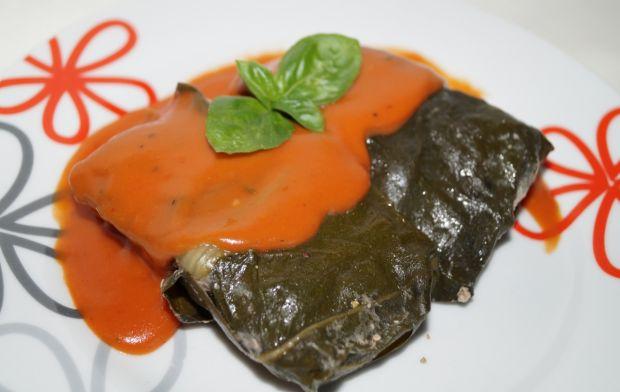 Gołąbki z orzechami włoskimi w liściach boćwiny