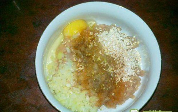 Gotowane pulpety z potrawką cebulową