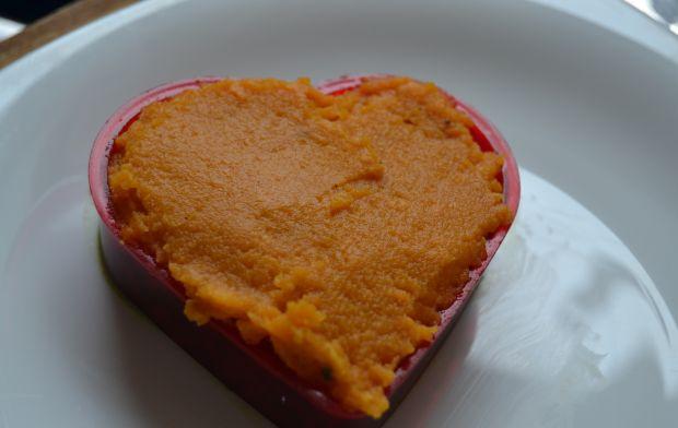 Grillowana jagnięcina z pure z batatów i szpinak