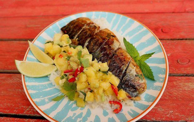 Grillowana makrela pachnąca kolendrą z salsą