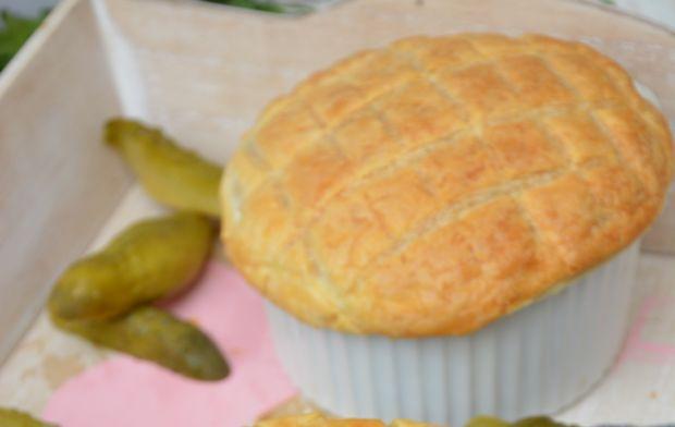 Gulasz wołowy z grzybami pod ciastem francuskim