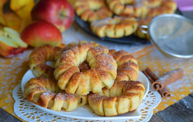 Jabłkowe kwiatuszki z cynamonem