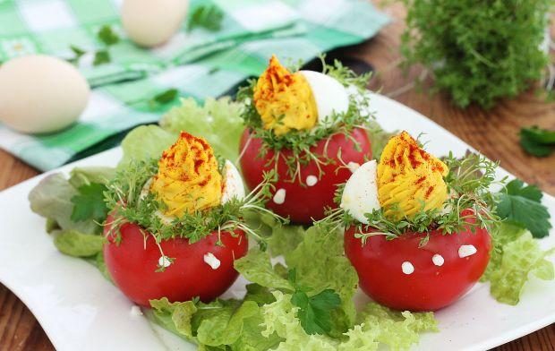 Jajka w gniazdach z rzeżuchą