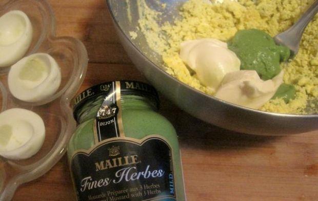 Jajka z zielonym farszem (2)