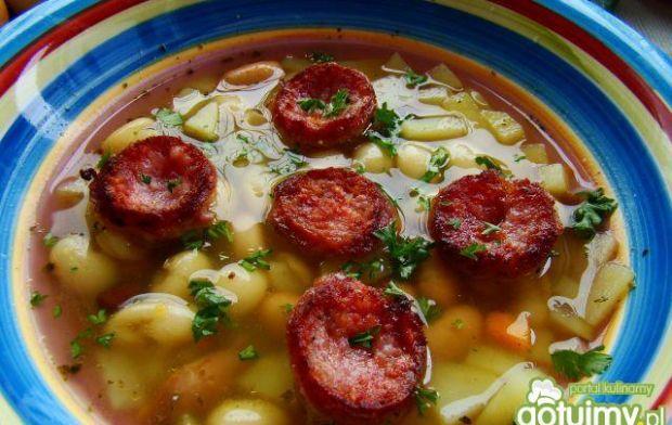 Jesienna zupa fasolowa na kiełbasie
