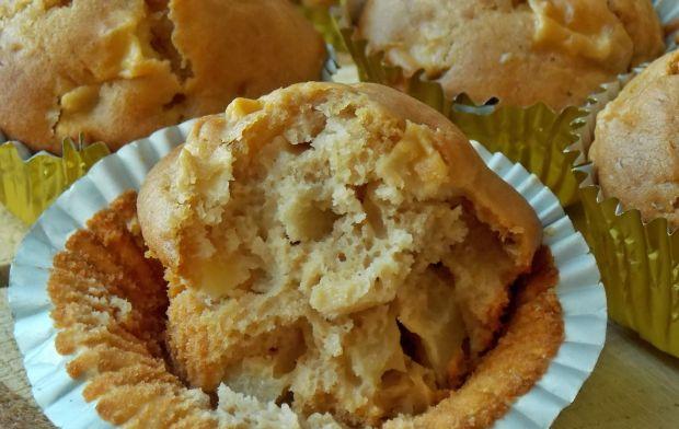 Kajmakowe muffinki z jabłkami i masłem orzechowym