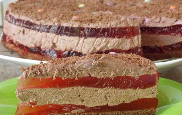 Kakaowy śmietanowiec z galaretką