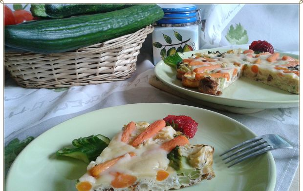 Kalafiorowa tarta z brokułami i mini marchewką