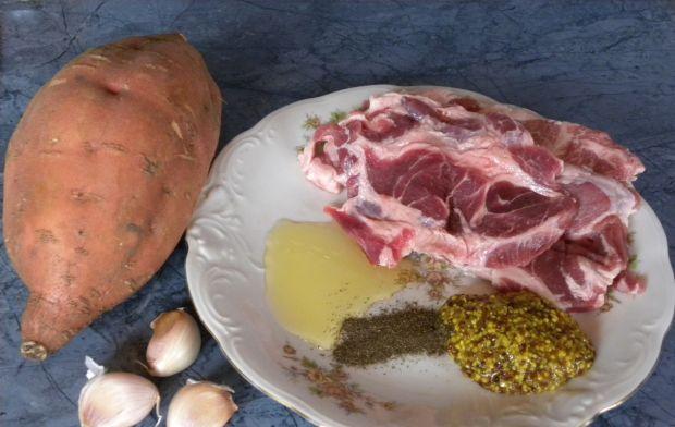 Karkówka z czarnej świni  z frytkami z batatów