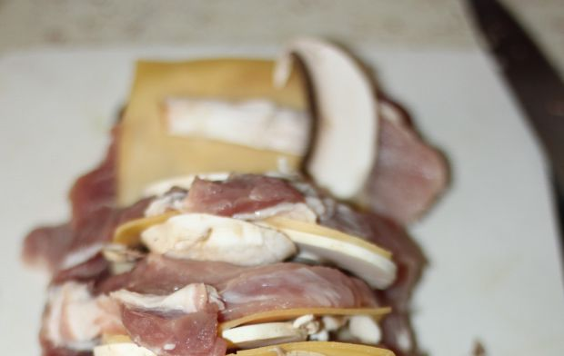 Karkówka z serem z suszonymi borowikami