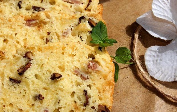 Keks wytrawny z kurkami, szynką i żółtym serem