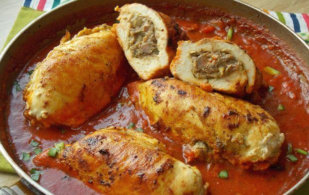Kieszonki z kurczaka w sosie pomidorowym