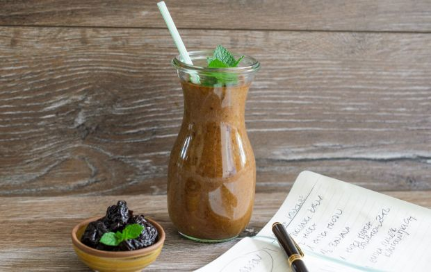 Kofeinowy koktajl ze śliwką kalifornijską