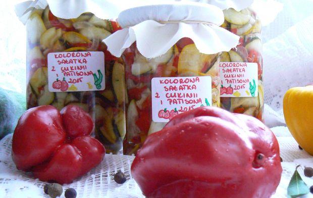 kolorowa sałatka z patisonem i cukinią