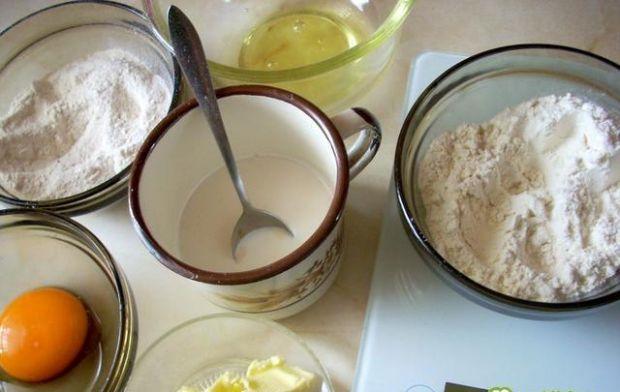Kolorowy talerz z przekąskami