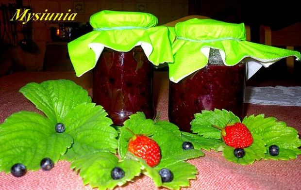 Konfitura truskawkowa z jagodami
